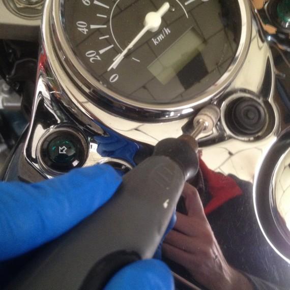 En pleno Proceso de Pulido al detalle de todos los cromados de esta Suzuki Intruder.