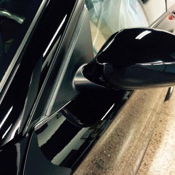 Vista retrovisor de este BMW Serie 1 después de realizar un Proceso de Pulido en 3 pasos.