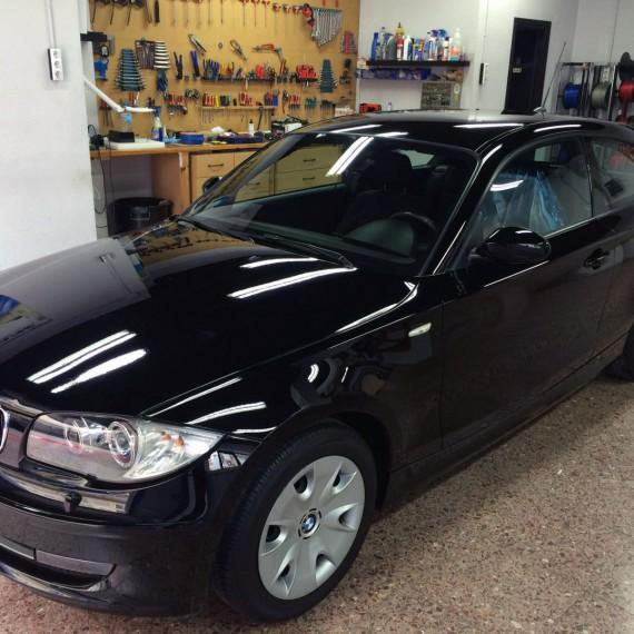 Vista general de este BMW Serie 1 después de realizar un Proceso Intensivo de Pulido y Sellado de Pintural