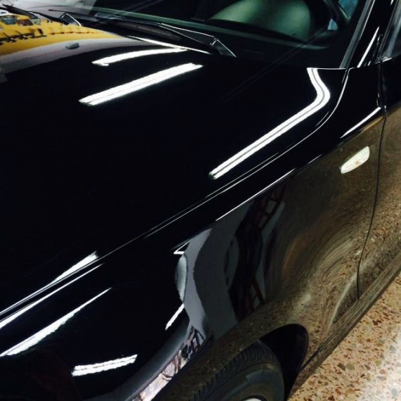 Vista lateral de este BMW Serie 1 antes de realizar un Proceso de Pulido en 3 pasos.