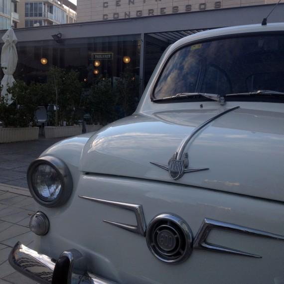 Vista frontal Seat 600 expuesto en Certamen Business Market en el que se ha realizado un Detallado Completo Exterior.