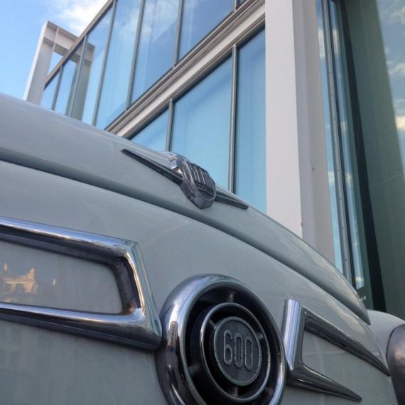 Seat 600 expuesto en Certamen Business Market en el que se ha realizado un Detallado Completo Exterior.