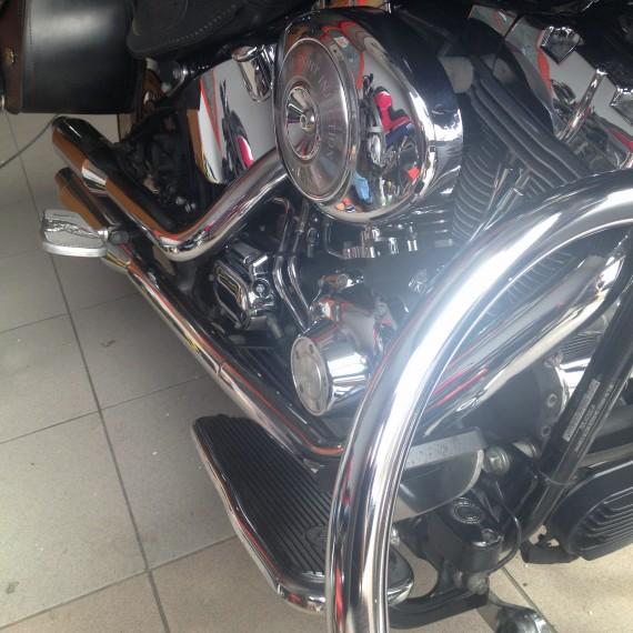 Resultado final después de una Limpieza Intensiva y Pulido de Cromados de esta Harley Davidson.