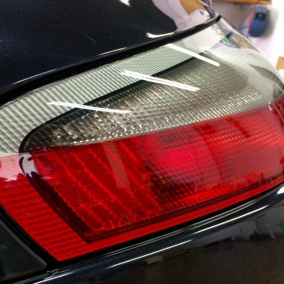 Piloto trasero de un Porsche 911-997 después de realizar un Pulido Intensivo para eliminar swirls y recuperar brillo original.