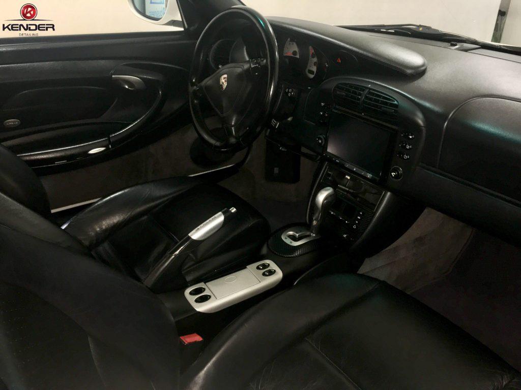 Vista del interior de este Porsche 911 Turbo después de un Detallado Completo Ïnterior.